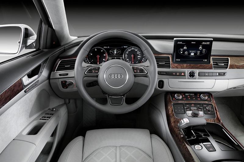 A8090033 in Kurz angefahren : Audi A8 4,2 FSI | Des Transporters neue Kutsche